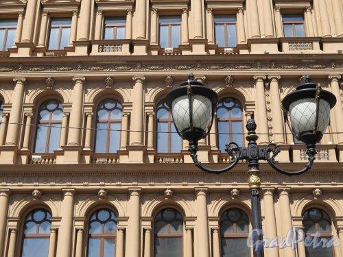 Фурштатская ул., д. 60. Доходный дом Н. В. Спиридонова. Фрагмент фасада. фото июнь 2016 г.