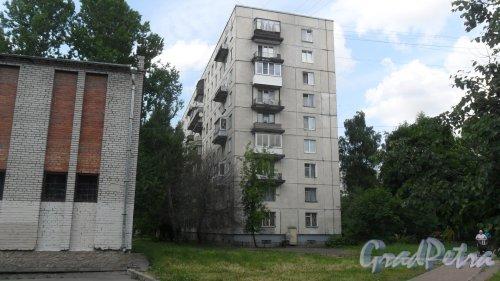 Улица Димитрова, дом 18, корпус 2. 9-этажный жилой дом серии 1ЛГ-606-4  1972 года постройки. 4 парадные, 208 квартир. Фото 18 июня 2018 года.