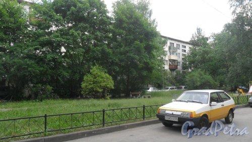 Улица Димитрова, дом 18, корпус 3. 5-этажный жилой дом серии 1ЛГ-502 1972 года постройки. 7 парадных, 105 квартир. Фото 18 июня 2018 года.
