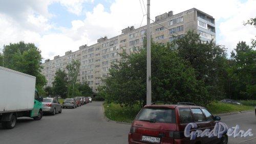 Улица Димитрова, дом 18, корпус 5. 9-этажный жилой дом серии 1ЛГ-602В-8 1972 года постройки. 8 парадных, 288 квартир. Фото 18 июня 2018 года.