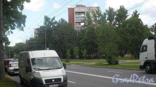 Будапештская улица, дом 28. 9-этажный жилой дом серии 1-528кп40 1968 года постройки. 1 парадная, 45 квартир. Фото 26 июня 2018 года.