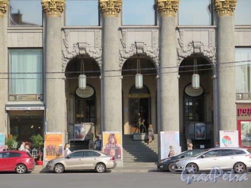 Караванная ул., д. 12. Киноцентр «Родина» («Дом кино»). Центральный вход. фото август 2016 г.